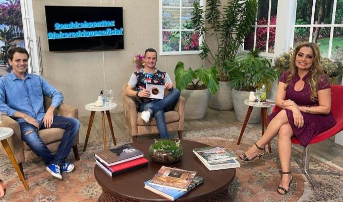 Os jornalistas Anddreh Ponttez, Jairo Rodrigues e Nani Venâncio - Foto: Divulgação