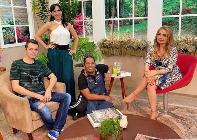 Anddreh Ponttez, Cristtina Freitas, Roberto Rabello e a apresentadora Nani Venâncio - Foto: Divulgação